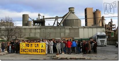 Concentración contra la coincineración de residuos en la cementera de Cosmos (12/1/09)