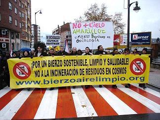 Ponferrada: manifestación en contra de la coincineración en la cementera de Cosmos (29/11/08).