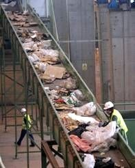 Ecologistas en Acción de la provincia de León culpa a todas las administraciones del consorcio de la caótica gestión de los residuos (25/11/09).